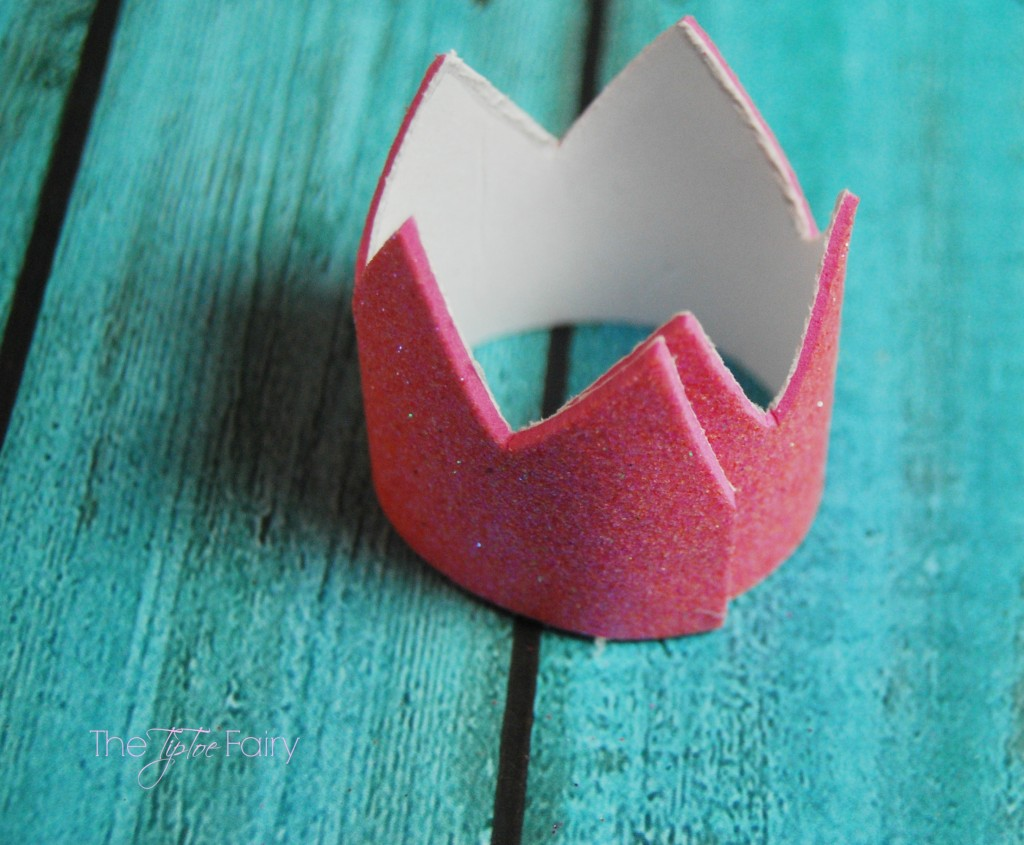 Make a Mini Crown Hair Clip easily with foam sheets for fun pretend play with your little one!   The TipToe Fairy