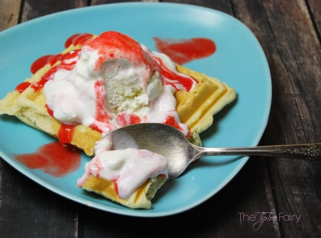 Get ready for summer with these delicious Belgian Waffle Strawberry Sundaes - make your own fresh strawberry sauce with the blender!! | The TipToe Fairy #SunsOutSpoonsOut #ad