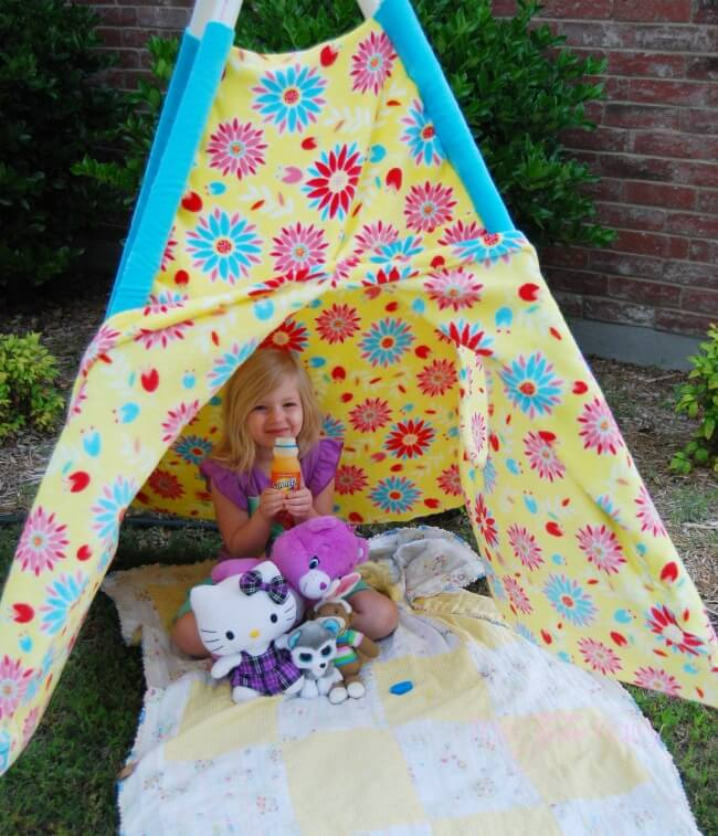 Make A Play Tent Amp Have Fun In The Sun The Tiptoe Fairy