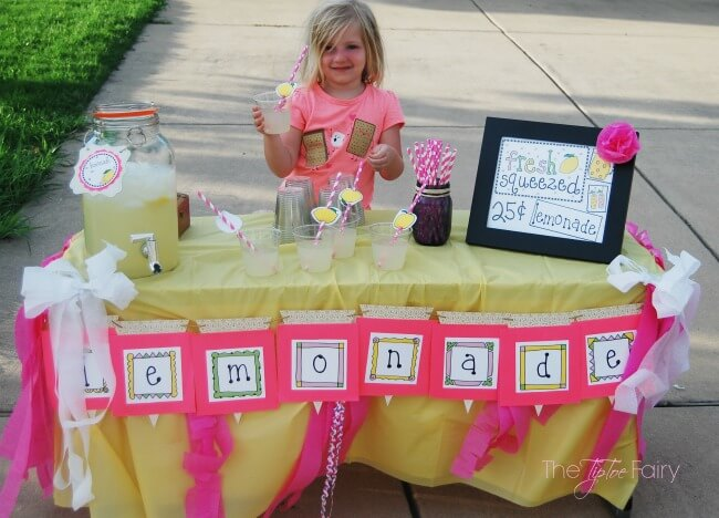 Have a Lemonade Stand with Laura Kelly Designs printables! #ad | The TipToe Fairy