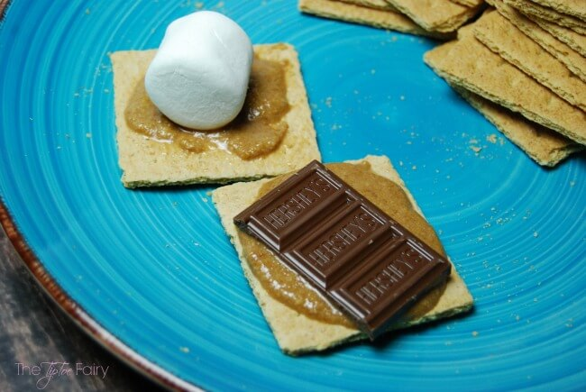 Cookie Butter S'mores - an easy weeknight dessert! @Walmart #LetsMakeSmores [ad] | The TipToe Fairy