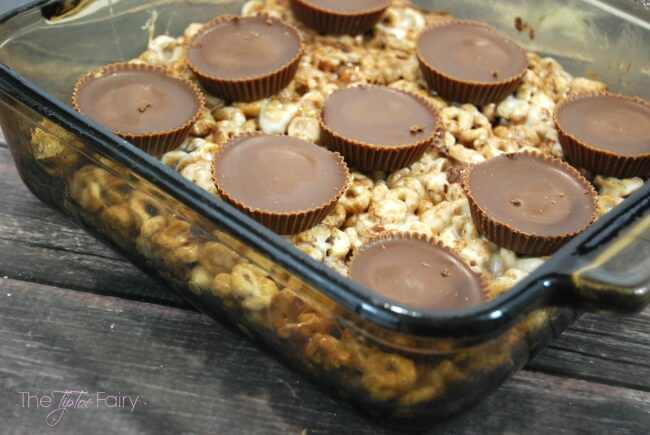 Gluten Free Cheerios Bars - peanut butter cups, chocolate and peanut butter chips, and marshmallows make these gooey treats divine! #ad #glutenfreecheerios | The TipToe Fairy