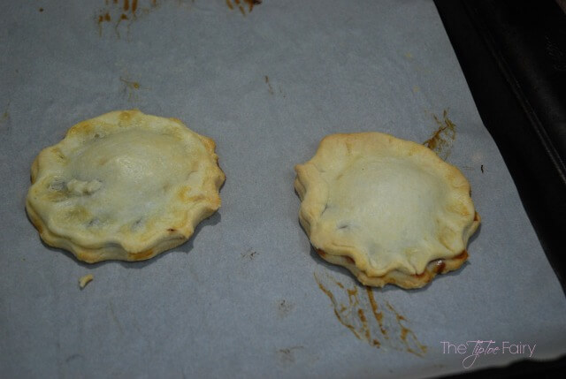 Fruit & Honey Cream Mini Pies - a quick and easy dessert or snack! #FruitAndHoney #ad | The TipToe Fairy