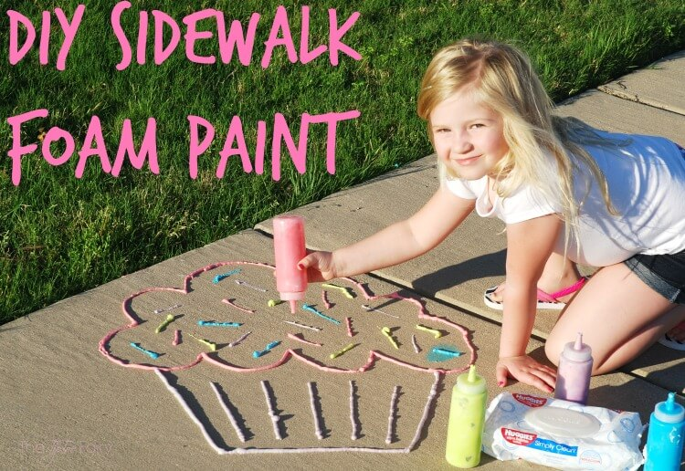 Make #DIY Sidewalk Foam Paint & #HugtheMess for easy clean up! #ad #craft #cbias