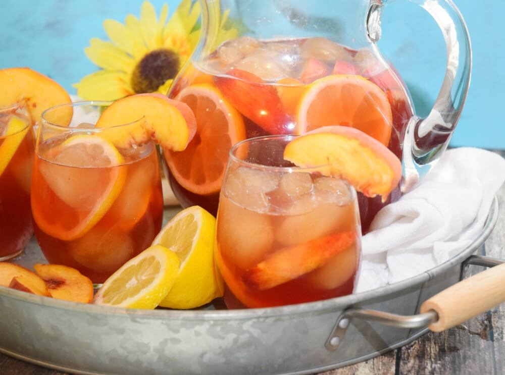 Change up your iced tea w/refreshing Peach Lemonade Iced Tea! #ad #TeaProudly #drink #food