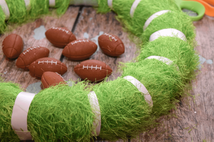 Make this easy DIY Football Wreath just in time for the Big Game! #ad #TheNewFanFavorites