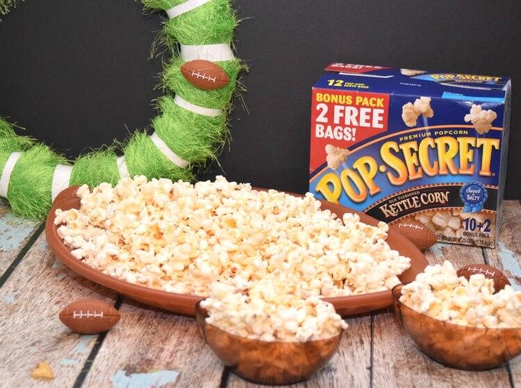 Make this easy DIY Football Wreath & have some @popsecretpop popcorn! #ad #TheNewFanFavorites