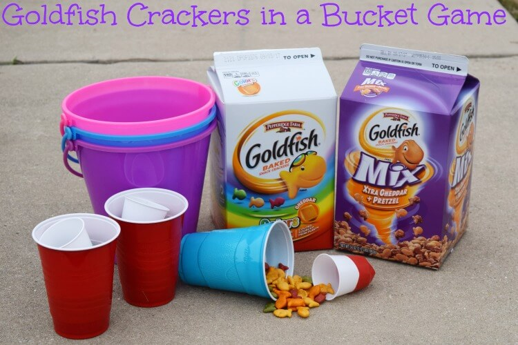 It's #GoldfishGameTime w Goldfish Crackers in a Bucket w/supplies @walmart & @GoldfishSmiles #ad