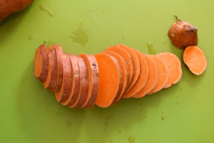 Sweet Potato Dog Treats - easy to make & your dog will love them! #dog #pets #food