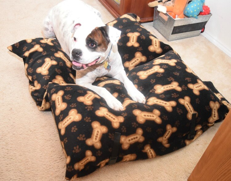 Make a #DIY Large Travel Dog Bed easily! #ad #craft #pet