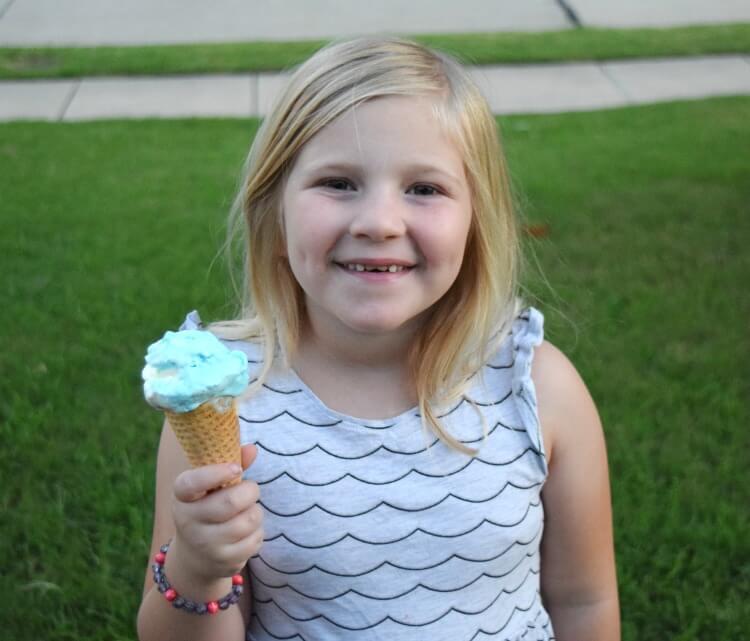 Great White Shark Ice Cream - no churn style for Jaws movie night! #MovieMondayChallenge #icecream
