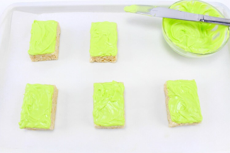 Green frosting for Frankenstein Monster Rice Krispies Treats! #Halloween