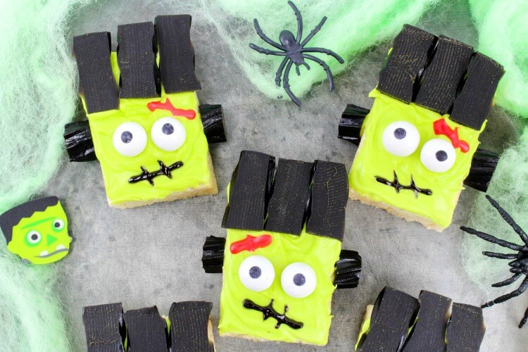 How to make these easy Frankenstein Monster Rice Krispies Treats! #Halloween
