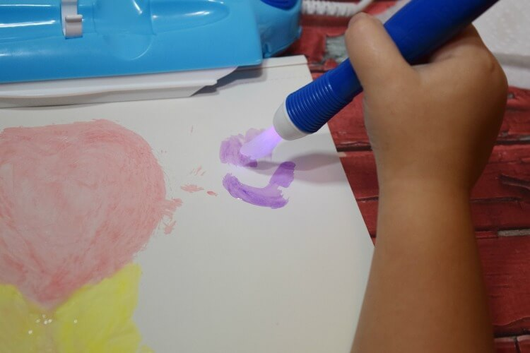 Check out how the @Crayola #ColorWonder Magic Light Brush lights up with the color! #ad