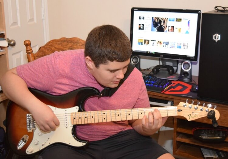 Wanna win a @Fender guitar? Come enter to #win! See how we are keeping on with #FenderPlay with Fender! #ad #CLVR