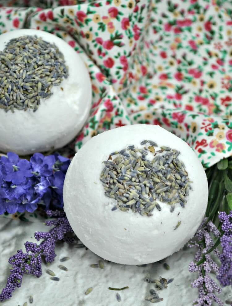 Easily make her some relaxing Lavender Bath Bombs.