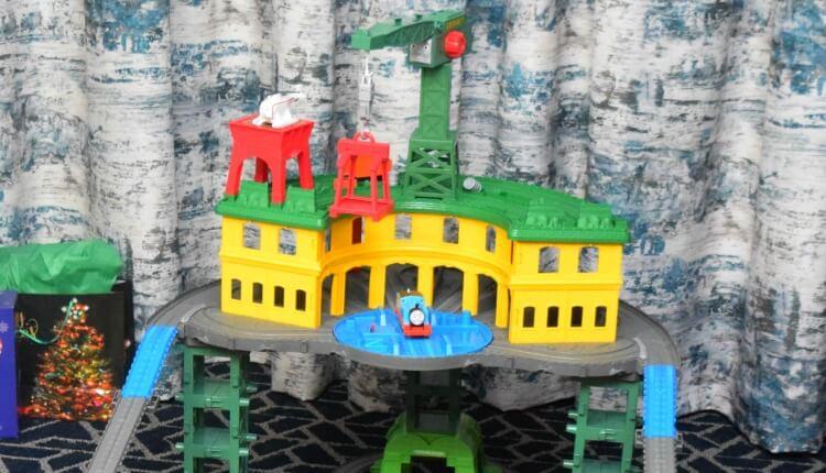 Thomas & Friends Super Station - crane on top!